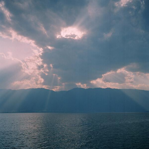 去雲上看海