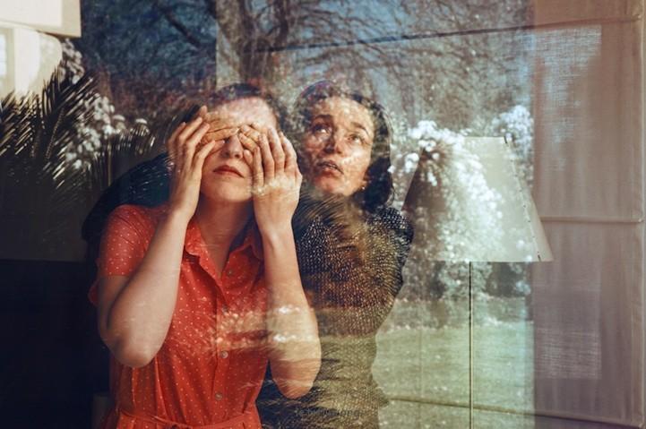 Anna Di Prospero的双重曝光自画像