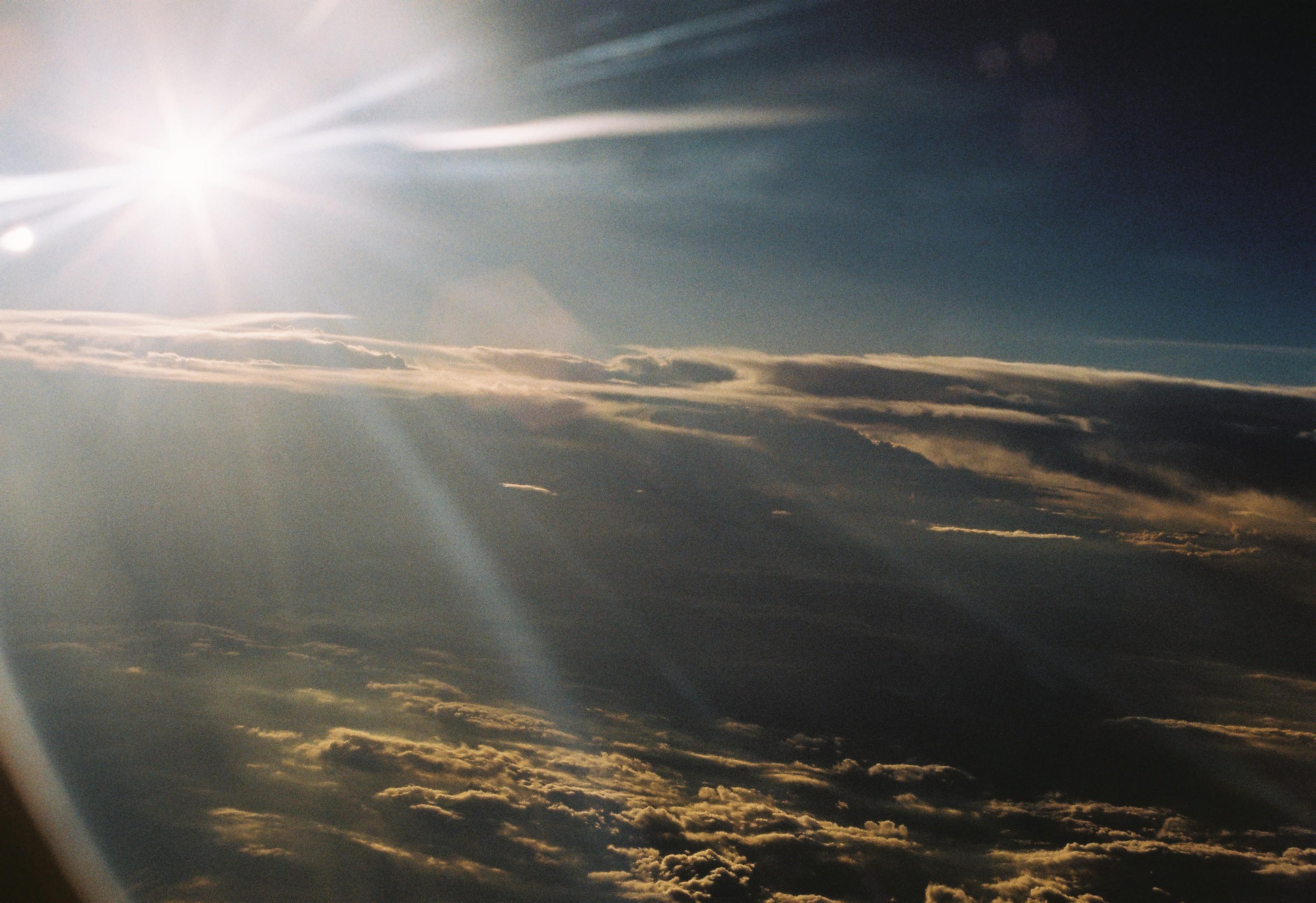 空 云 水