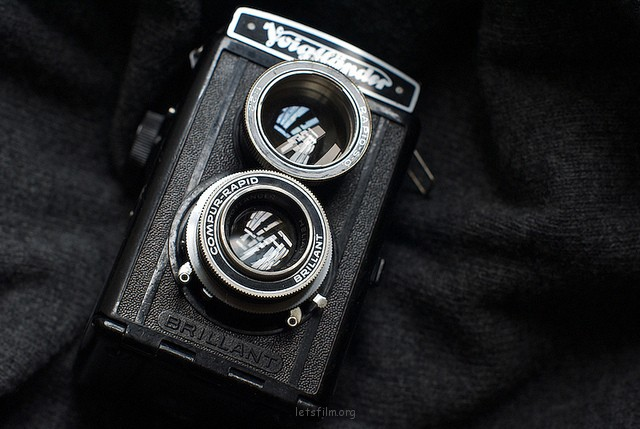 Lubitel 的原装版本 - Voigtlander Focusing Brillant