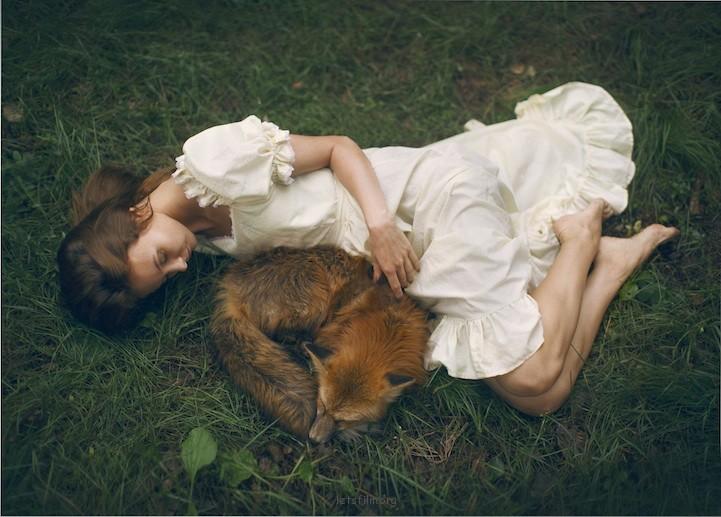 同野生动物一起的肖像摄影