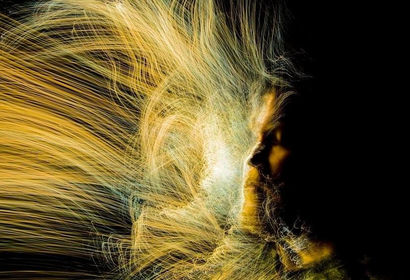 光纤制作的光涂鸦人像摄影