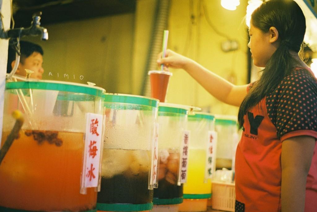 漫步台北淡水街头,融入孩子们的园游会
