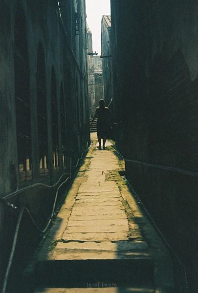 斜阳巷陌 摄于2012年10月,北海老街,理光胶片机