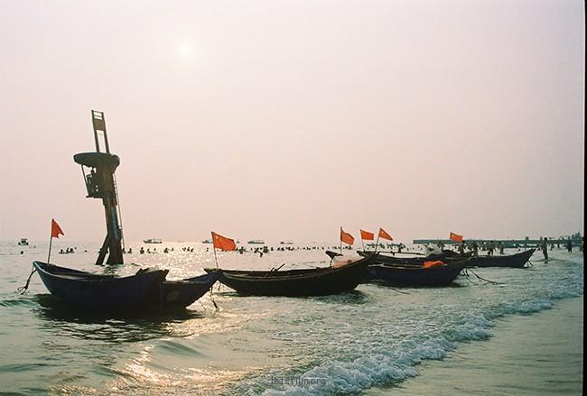 停泊的渔船 摄于2012年10月,北海银滩,理光胶片机