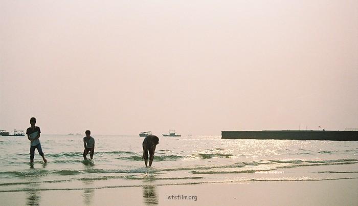 拾贝 摄于2012年10月,北海银滩,理光胶片机