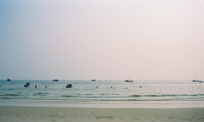 那年夏天宁静的海 摄于2012年10月,北海银滩,理光胶片机