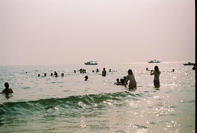 波光粼粼 摄于2012年10月,北海银滩,理光胶片机