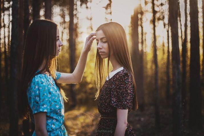 Aleksandra V的轻柔写真片刻