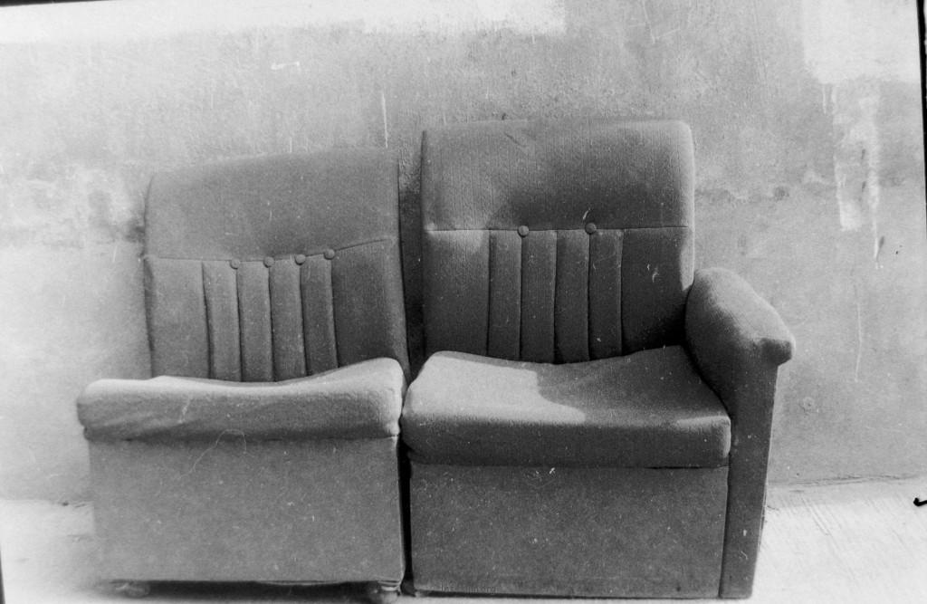 有时突然觉得一切东西都是有生命和自己的情感的,如这相伴终老的沙发。
