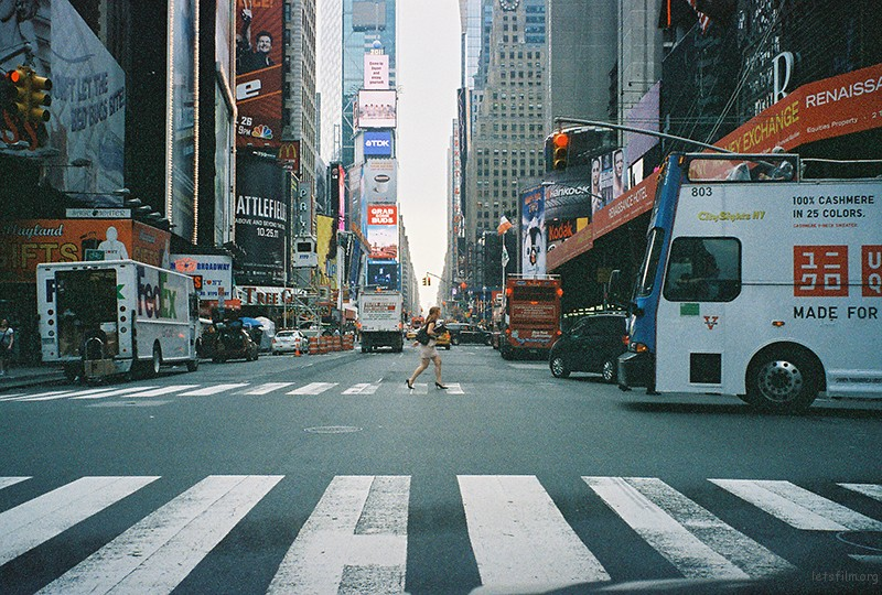 纽约很忙碌,但是个很有故事的大都市。