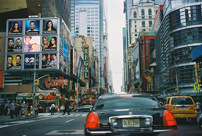 时代广场。拥挤的街道,硕大的广告,但每周都在更新。
