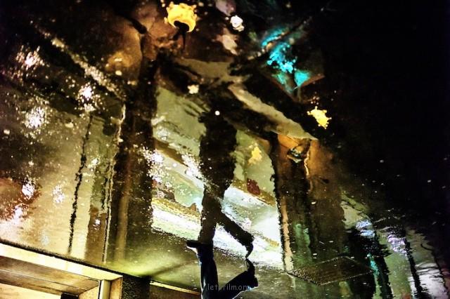 倒影中的城市灯光,能营造出璀璨而浪漫的氛围
