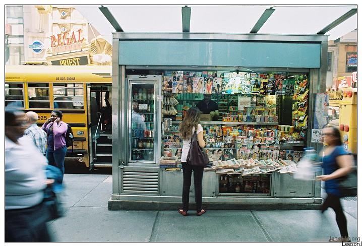 街边的报刊亭,是让new yorker停留缓冲的角落。