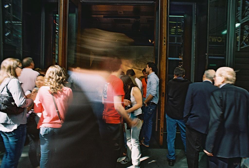 五大道,A&F店门口。就连采购的人都在赶时间。