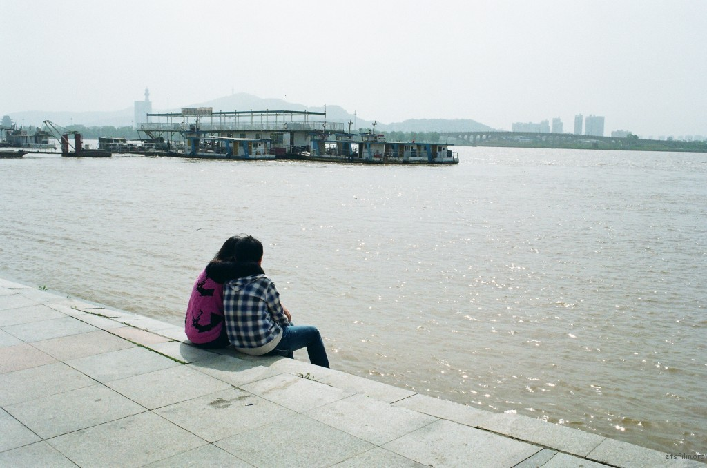 长沙的情侣永远不缺少约会的地方。厌倦了逛街、唱K、泡吧的时候,两个人依偎在湘江边晒一整个下午的暖阳,让情话随江水漂到远处。