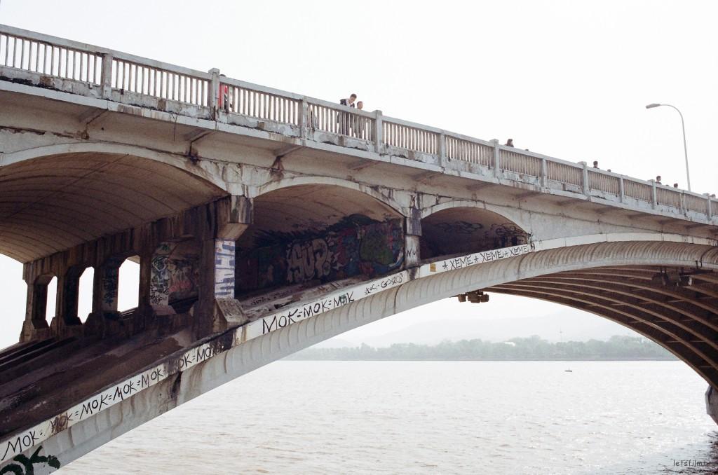 湘江一桥桥洞里的涂鸦。不太清楚他们怎么能爬上去,但是每隔一段时间更新的涂鸦为这座老桥带来了青春气息。