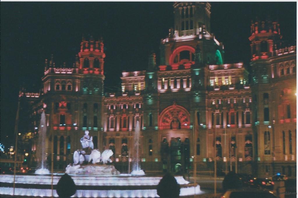 如果是皇家马德里的球迷,一定要认识这里,丰收女神广场,那个被众球星吻的女人
