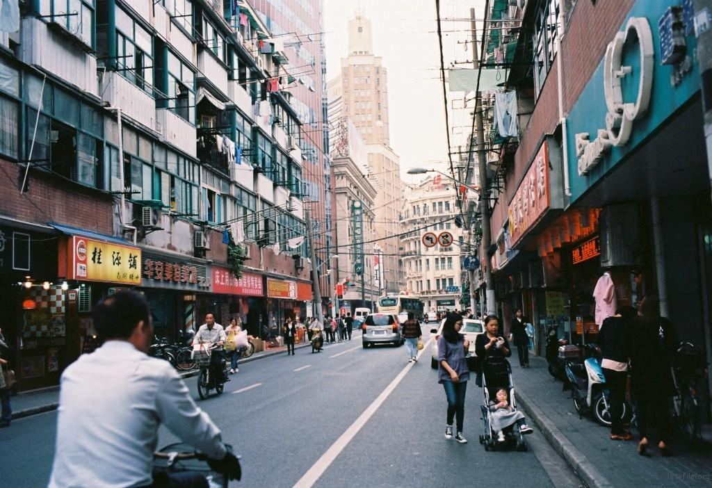 走在南京路附近的马路,这里可以尽情的怀念那些已故的岁月。