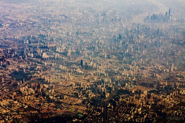 上海的空气感觉很差耶,到处都是高楼大厦。
