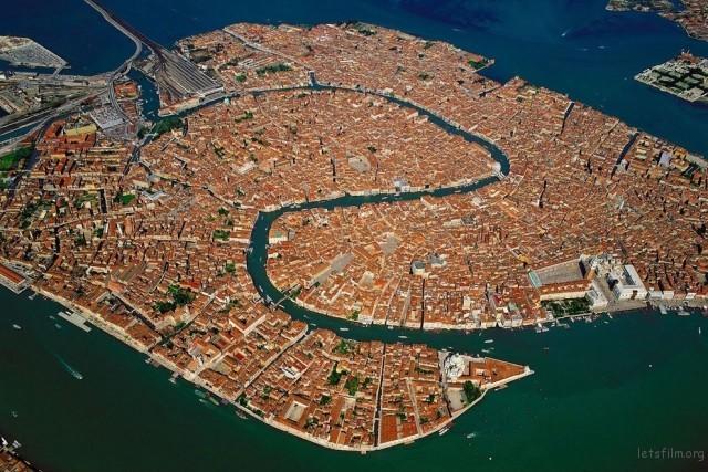 威尼斯是S型的耶~