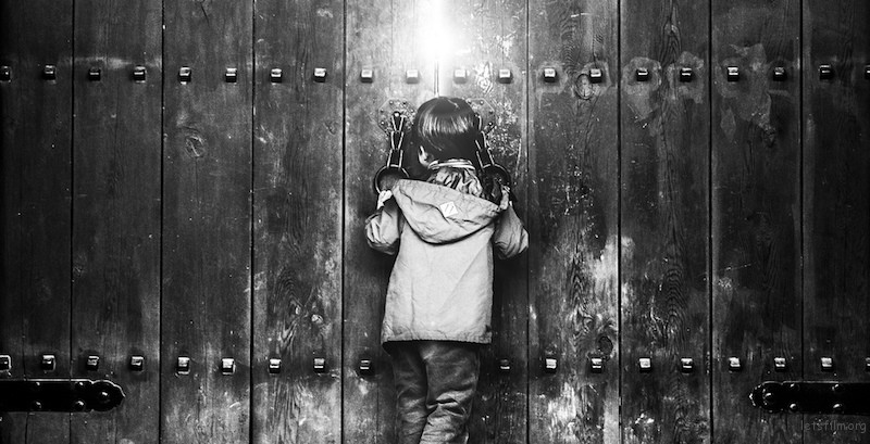 Marius-Vieth-Street-Photography-The-Forbidden-Gate