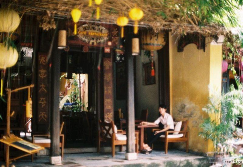 越南会安,就是这样一个静静打动你心的地方。虚焦了也不妨碍它的美丽...