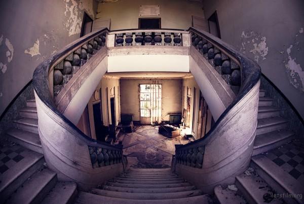 Photography-of-Abandoned-Italian-Ruins-1