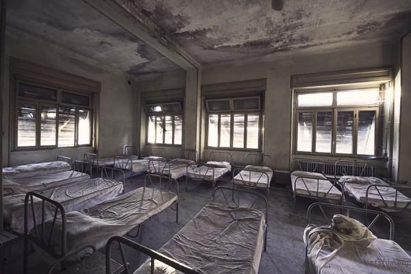 Photography-of-Abandoned-Italian-Ruins-2