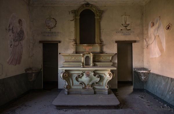 Photography-of-Abandoned-Italian-Ruins-5