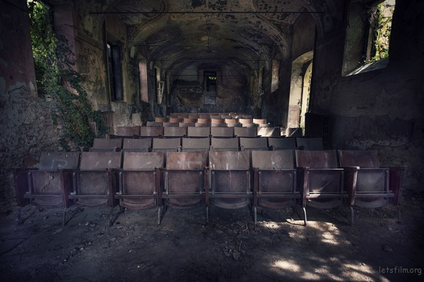 Photography-of-Abandoned-Italian-Ruins-6