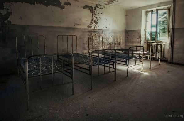 Photography-of-Abandoned-Italian-Ruins-7