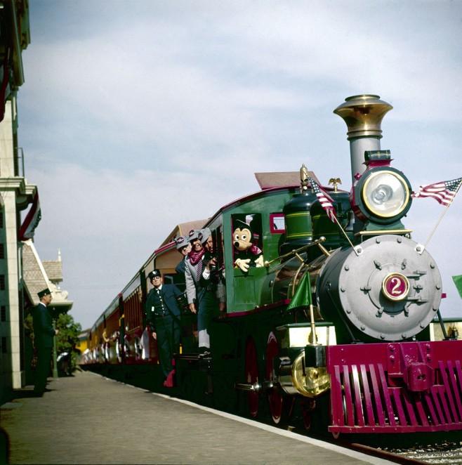 不管什么年代火车都好可爱!