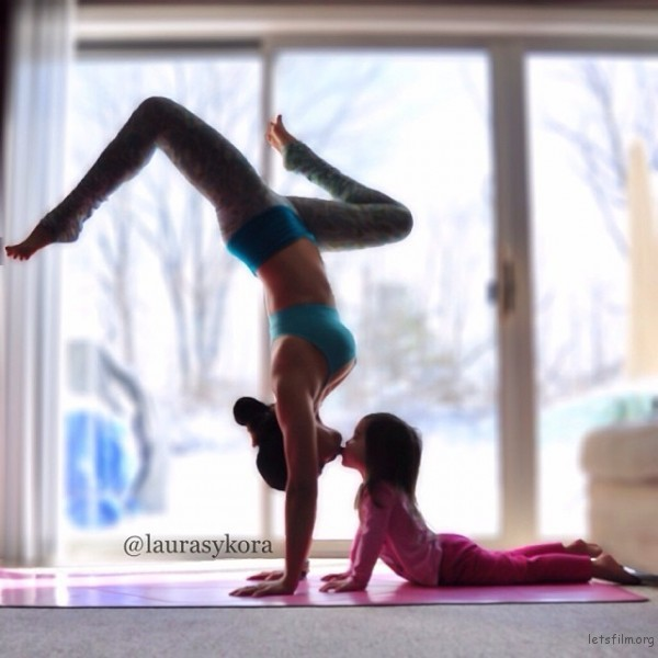 mom-and-daughter-yoga-laura-kasperzak-2-600x600