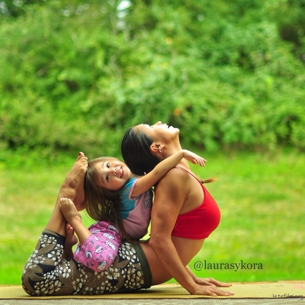 mom-and-daughter-yoga-laura-kasperzak-3-600x600