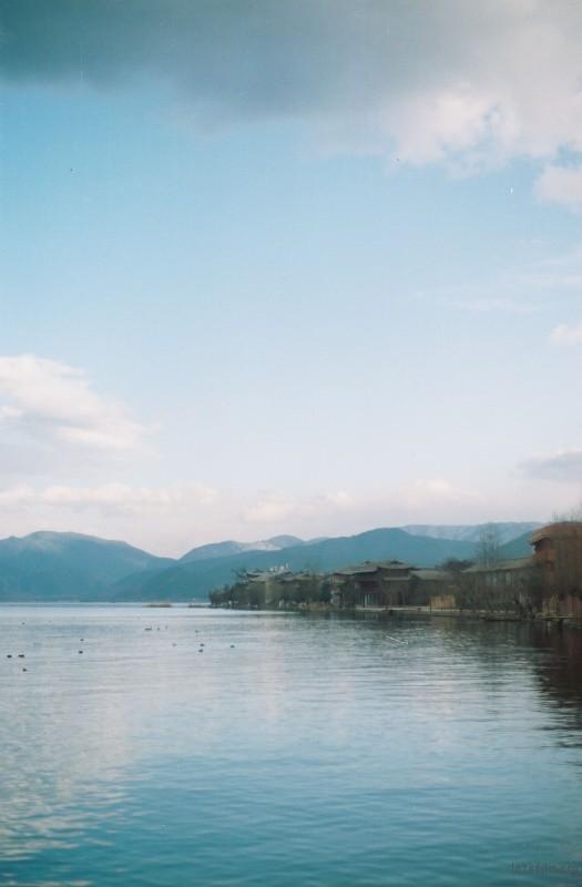 2013年最后一天开始了在泸沽湖的义工生活。风后面是风,海前面是海。