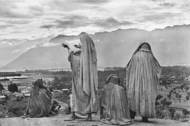 Henri-Cartier-Bresson-Srinagar-Kashmir-1948-830x553