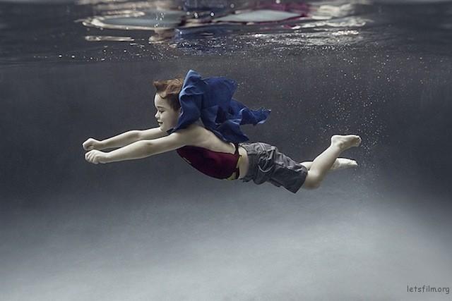Portraits-of-Kids-Submerged-Underwater-by-Alix-Martinez-10