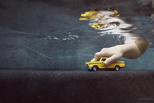 Portraits-of-Kids-Submerged-Underwater-by-Alix-Martinez-4