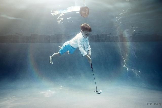 Portraits-of-Kids-Submerged-Underwater-by-Alix-Martinez-7