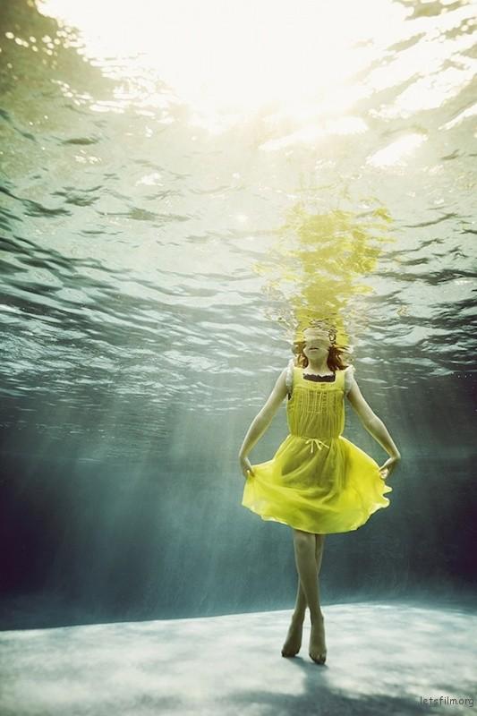 Portraits-of-Kids-Submerged-Underwater-by-Alix-Martinez-8