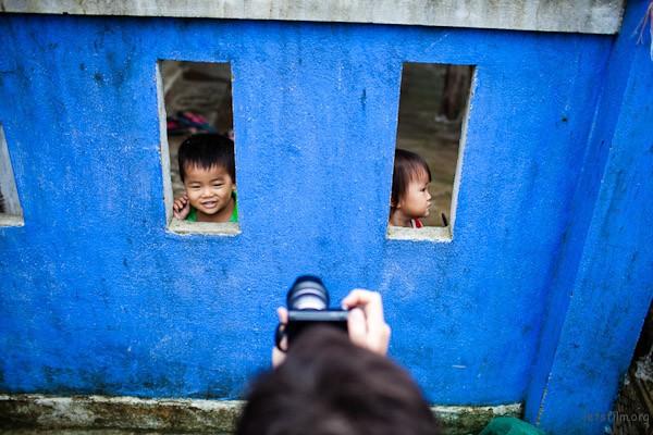 经常使用同一支镜头可以令你的拍摄反应更反更有弹性。  Photo by Etienne Bossot
