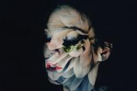 Lara Kiosses 的花朵人像重曝作品