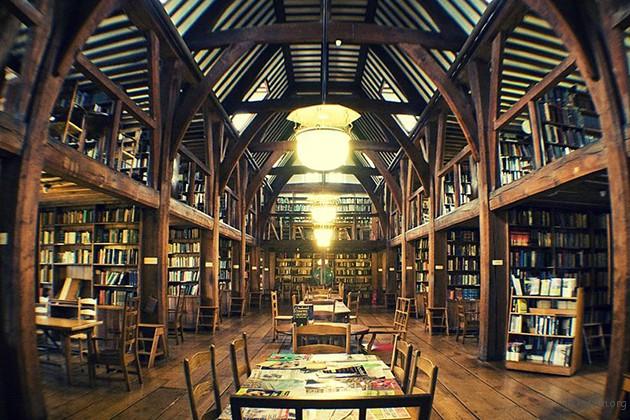 英国维多利亚时代的学校,纪念Bedales 的图书馆。