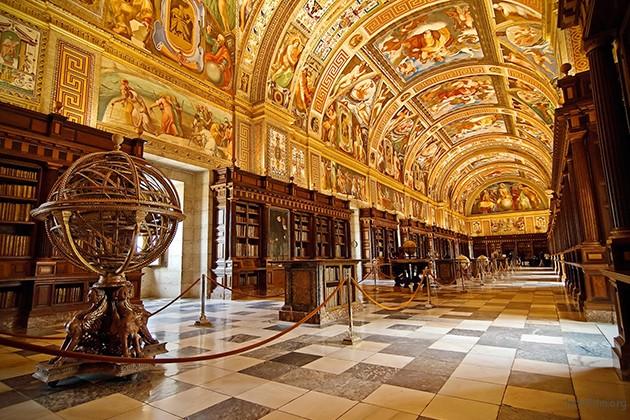 西班牙,埃斯科里亚尔修道院的图书馆。