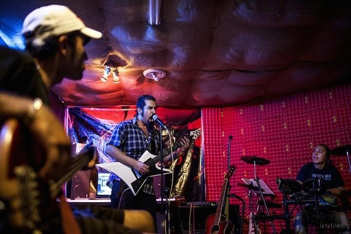 Rock Music在伊朗是禁止的,市民只能偷偷进行有关活动。