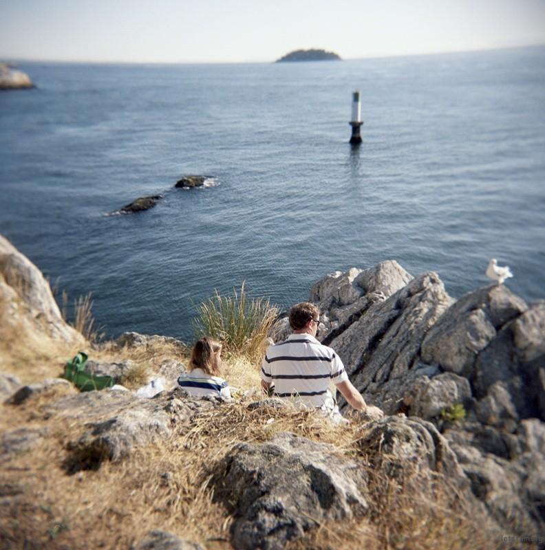 西温哥华市(West Vancouver)的Whytecliff公园位于海边,大块岩石是情侣幽会的好去处,面朝蔚蓝大海的二人世界。