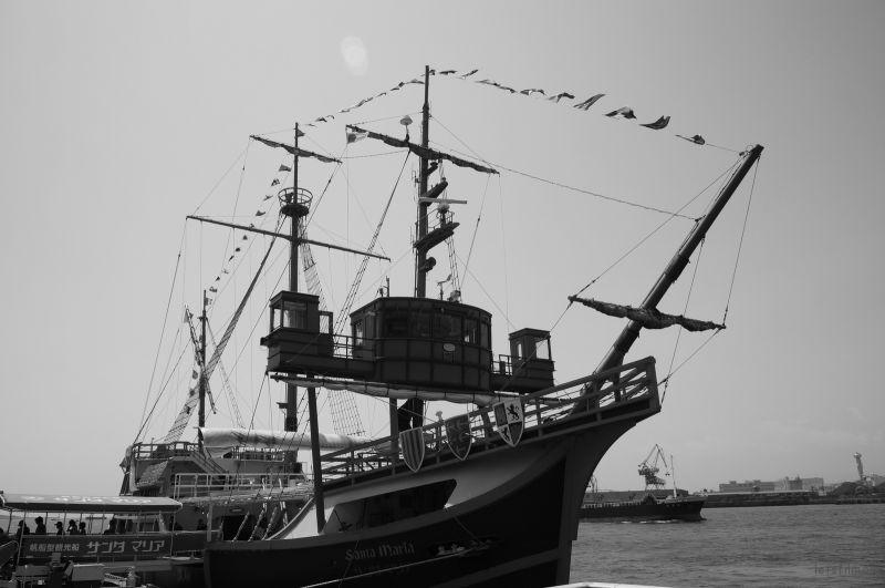"""乘着这艘""""哥伦布发现新大陆的圣玛利亚号""""游览了整个大阪湾"""