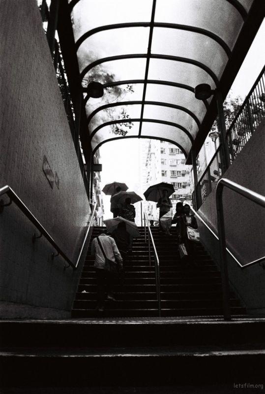 雨 慢慢走了