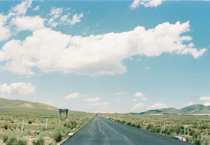 笔直的路,让我们骑向远方